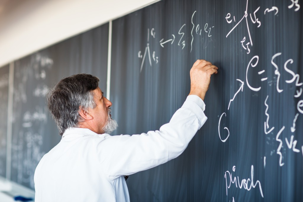 7 Tips to Follow If You Want To Be a Professor
